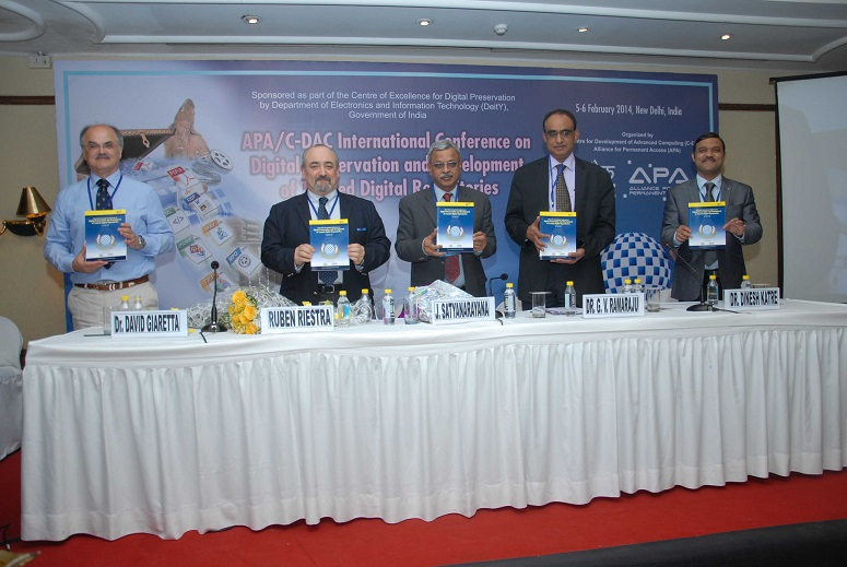 Right to left: Dinesh Katre, Associate Director & HoD, C-DAC, Dr. G. V. Ramaraju, Group Coordinator, R & D in IT Group, Department of Electronics & Information Technology (DeitY), Government of India, Shri J. Satyanarayana, Secretary, Department of Electronics & Information Technology (DeitY), Government of India, Ruben Riestra, Director, INMARK , David Giaretta, APA Director.